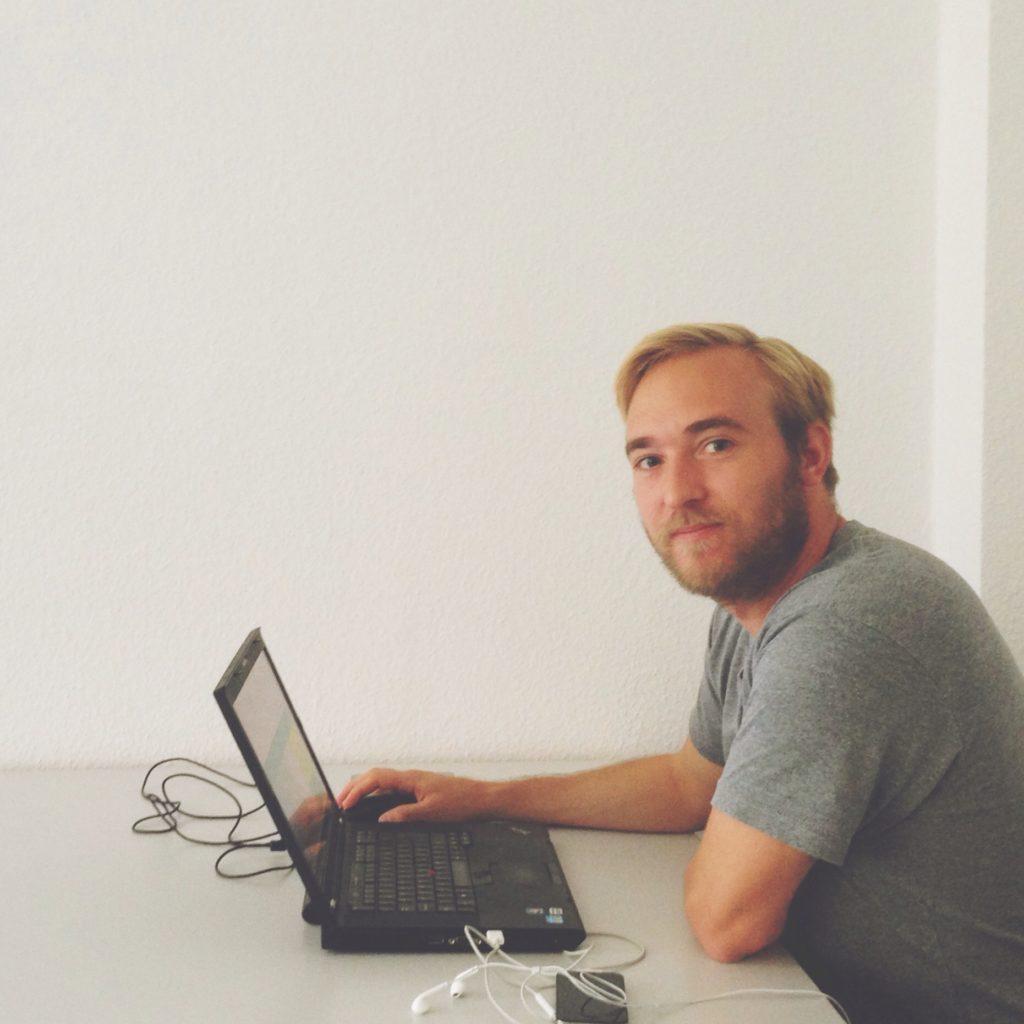 Papa arbeitet im juggleHUB Coworking Space